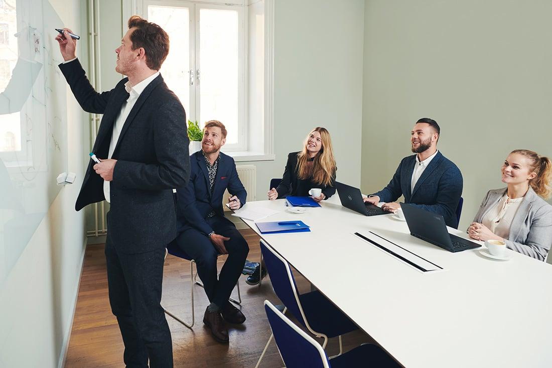 preboarding-av-nya-kollegor-i-konferensrum