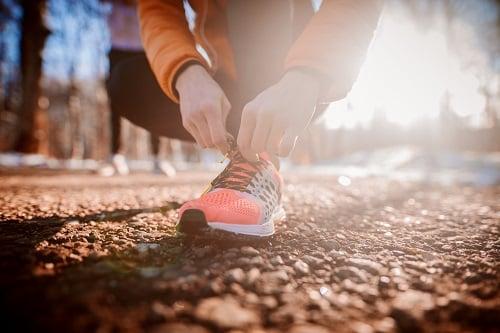 sneakers-promenad-utomhus